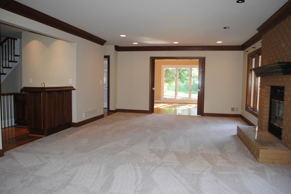Additional photo for property listing at 813 Lake Forest Pkwy  Louisville, Kentucky 40245 United States