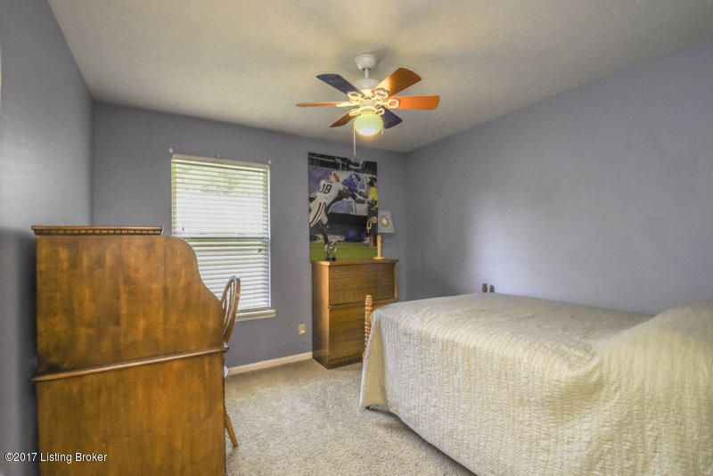 Additional photo for property listing at 3923 Vantage Place  Jeffersontown, Kentucky 40299 United States