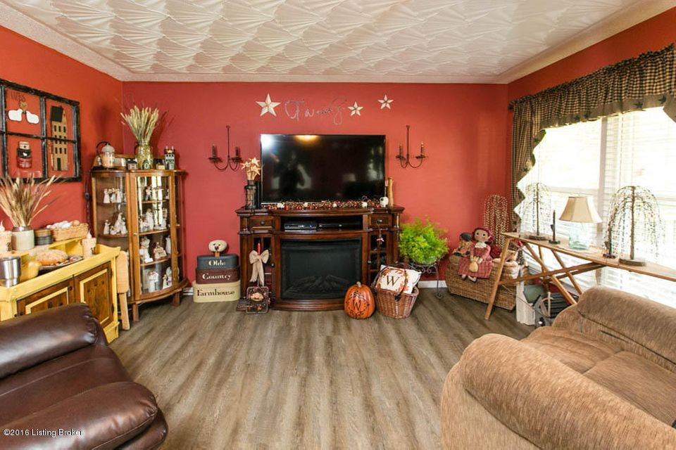 Additional photo for property listing at 135 Old Road  Louisville, Kentucky 40229 United States