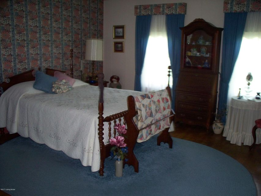 Additional photo for property listing at 317 S Greensburg Street 317 S Greensburg Street Hodgenville, Kentucky 42748 United States
