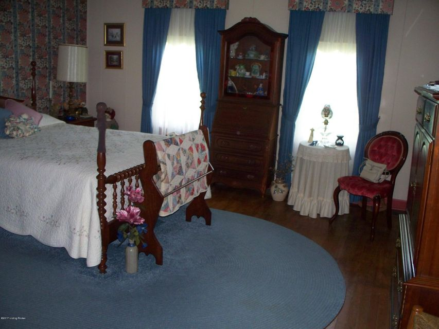 Additional photo for property listing at 317 S Greensburg Street  Hodgenville, Kentucky 42748 United States