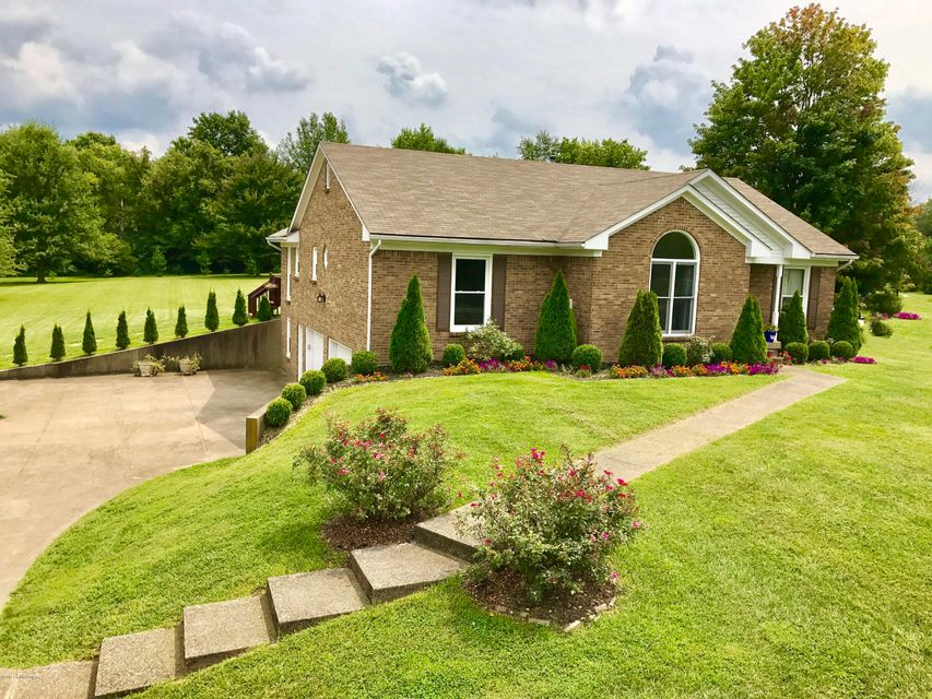 Single Family Home for Sale at 5008 Fox Run Road Buckner, Kentucky 40010 United States