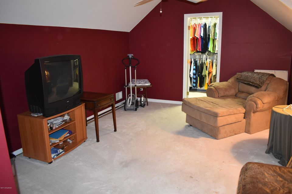 Additional photo for property listing at 5303 Cross Creek Drive  Crestwood, Kentucky 40014 United States