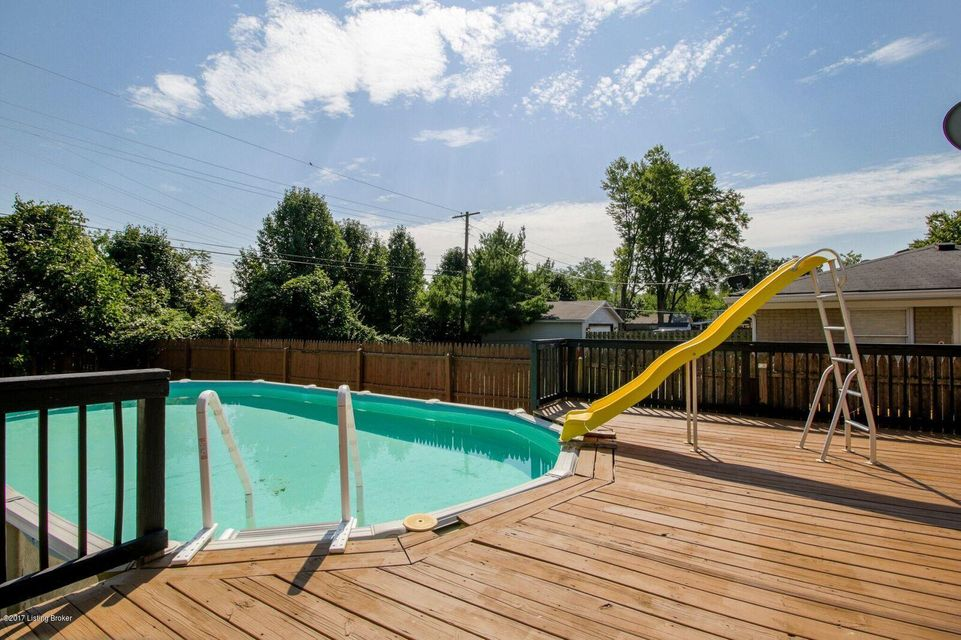 Additional photo for property listing at 6817 Green Meadow Circle  Louisville, Kentucky 40207 United States