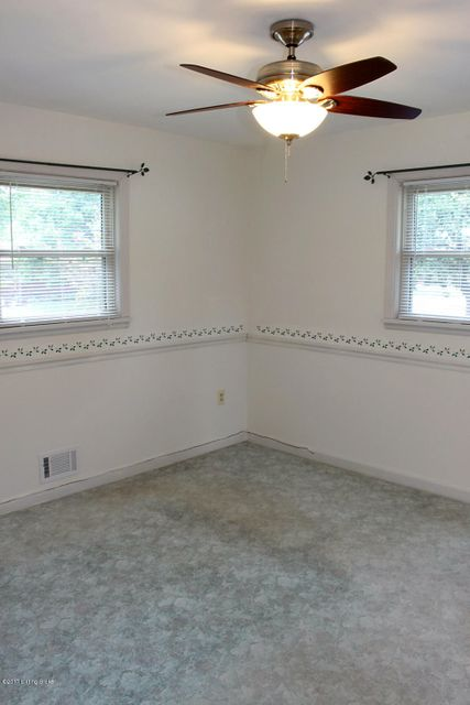 Additional photo for property listing at 8305 Seaforth Drive  Louisville, Kentucky 40258 United States