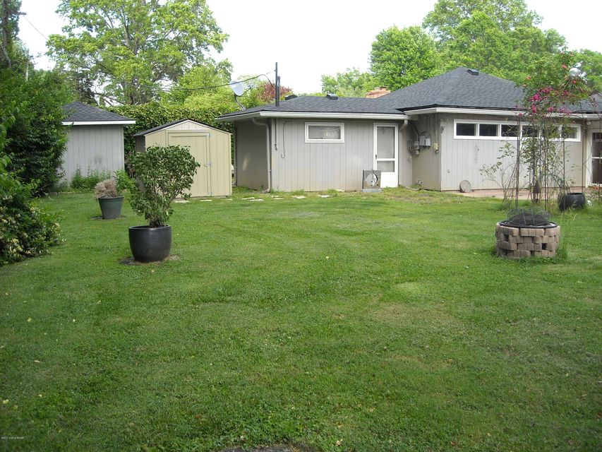 Additional photo for property listing at 3004 MEADOWVIEW Circle 3004 MEADOWVIEW Circle Louisville, Kentucky 40220 United States