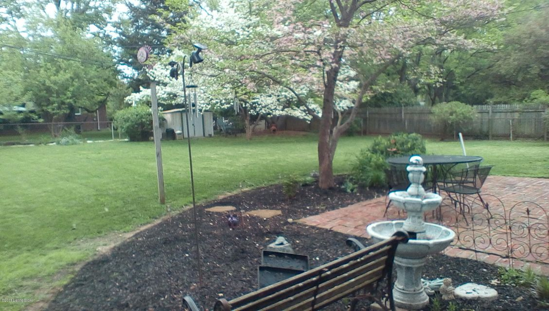 Additional photo for property listing at 1405 Carlimar Lane  Louisville, Kentucky 40222 United States