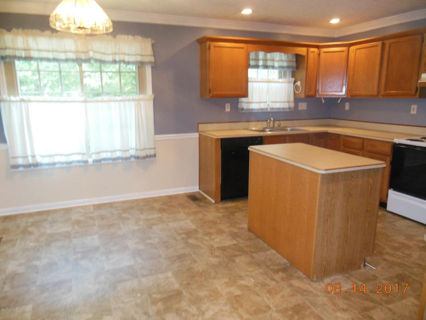 Additional photo for property listing at 8805 Kings Lynn Lane  Louisville, Kentucky 40220 United States