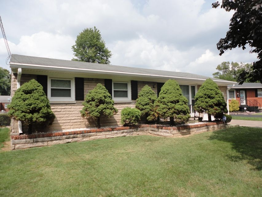Single Family Home for Sale at 1705 Colony Court Louisville, Kentucky 40216 United States