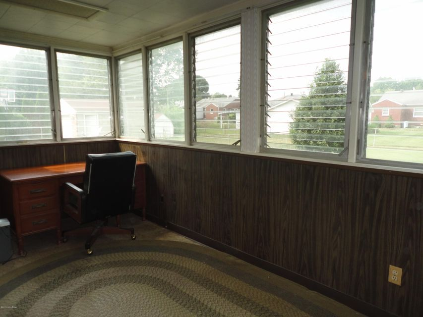 Additional photo for property listing at 1705 Colony Court  Louisville, Kentucky 40216 United States