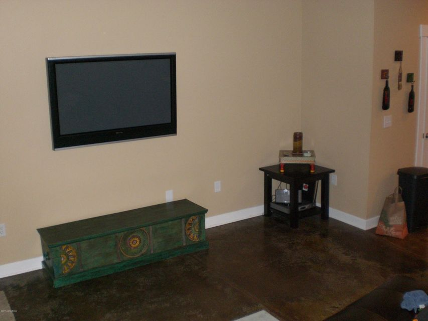 Additional photo for property listing at 1015 Barret Avenue  Louisville, Kentucky 40204 United States