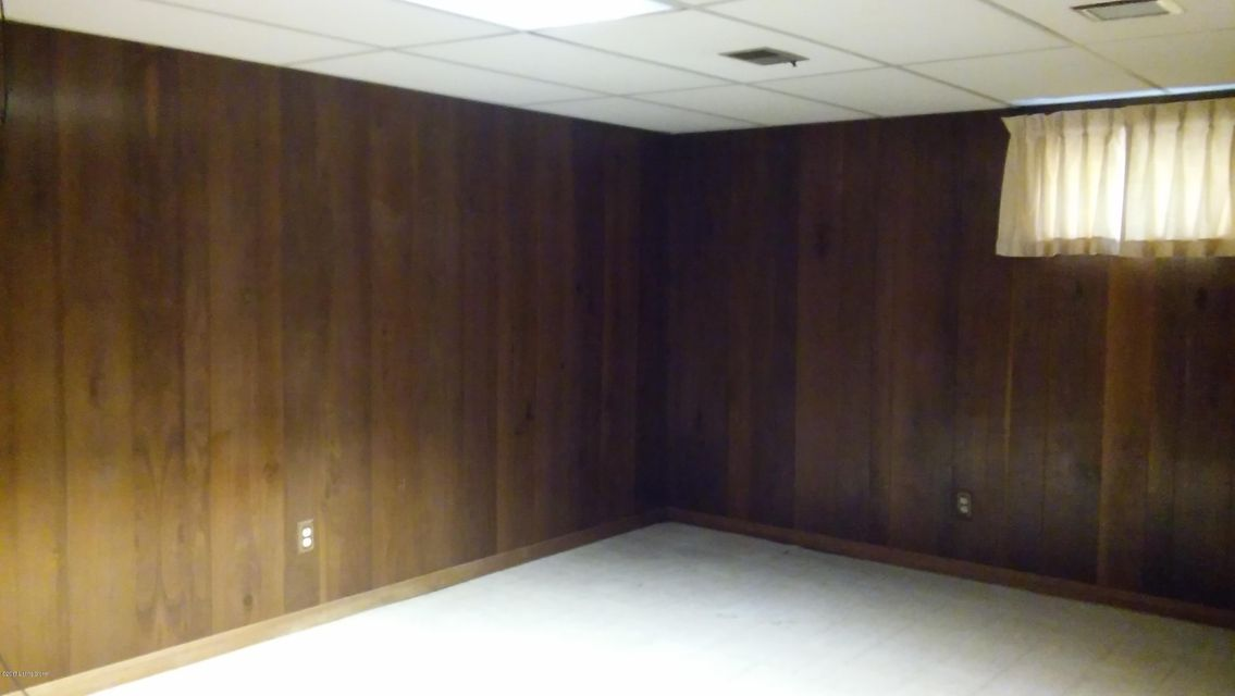 Additional photo for property listing at 3500 Grissom Way 3500 Grissom Way Louisville, Kentucky 40229 United States