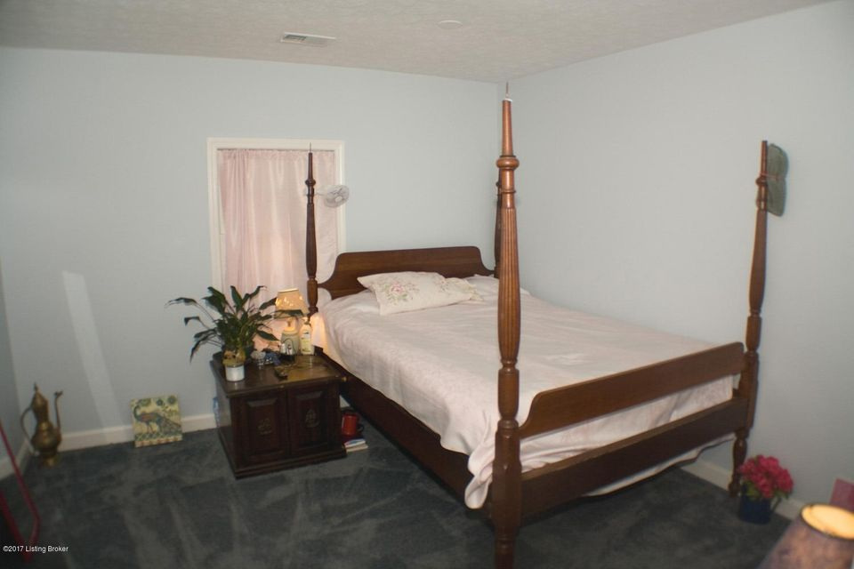 Additional photo for property listing at 815 Greenwillow Way  Louisville, Kentucky 40223 United States
