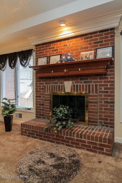 Additional photo for property listing at 7903 Hall Farm Drive 7903 Hall Farm Drive Louisville, Kentucky 40291 United States