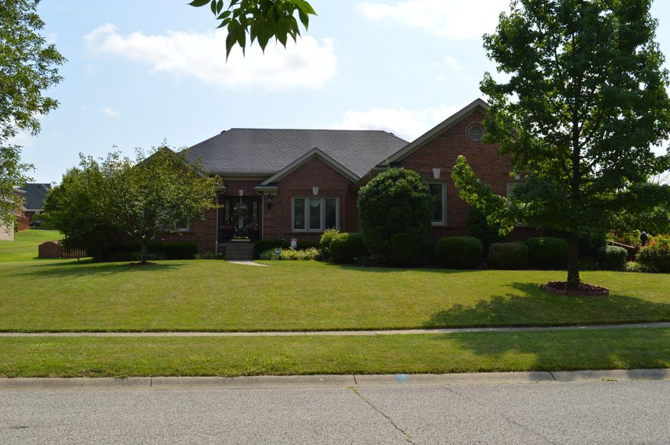 Single Family Home for Sale at 7903 Hall Farm Drive 7903 Hall Farm Drive Louisville, Kentucky 40291 United States