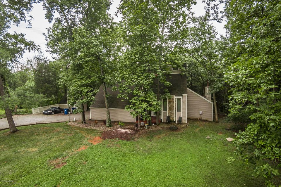 Single Family Home for Sale at 7600 Briarwood Drive Crestwood, Kentucky 40014 United States