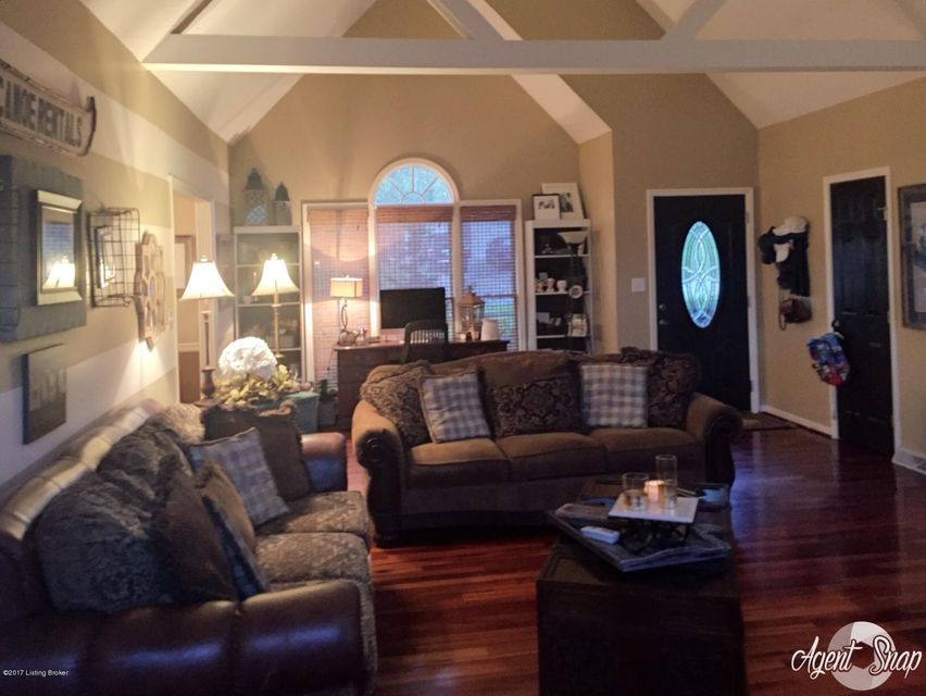 Single Family Home for Sale at 4519 Saratoga Hill Road 4519 Saratoga Hill Road Louisville, Kentucky 40299 United States
