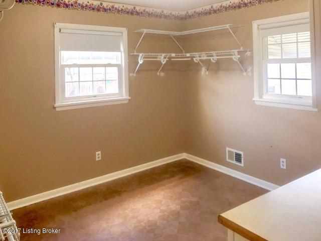 Additional photo for property listing at 9806 Lakewood Drive 9806 Lakewood Drive Louisville, Kentucky 40272 United States
