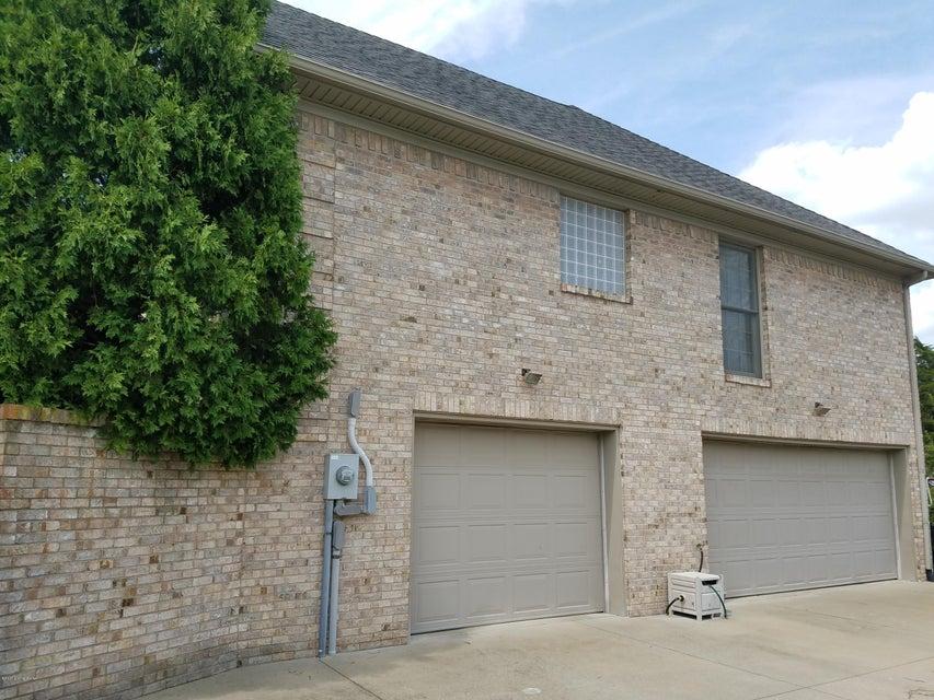 Additional photo for property listing at 3407 E Hebron Lane 3407 E Hebron Lane Shepherdsville, Kentucky 40165 United States