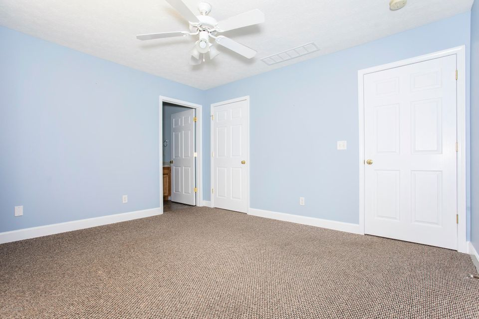 Additional photo for property listing at 7107 Emily Ann Lane  Crestwood, Kentucky 40014 United States