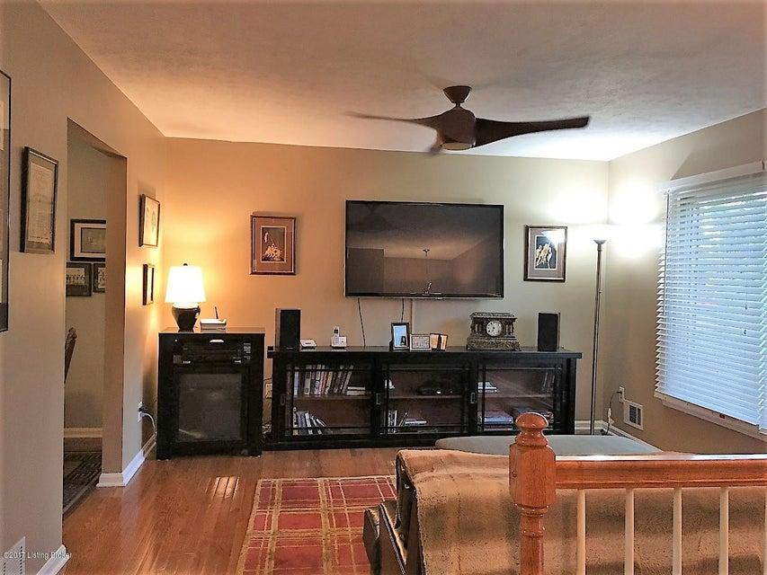 Additional photo for property listing at 1104 Sir Lancelot Lane 1104 Sir Lancelot Lane Louisville, Kentucky 40222 United States