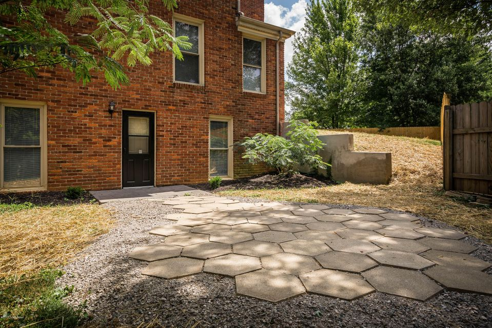 Additional photo for property listing at 13010 PINE HILL Court 13010 PINE HILL Court Louisville, Kentucky 40059 United States