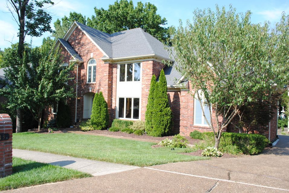 Single Family Home for Sale at 813 Lake Forest Pkwy Louisville, Kentucky 40245 United States