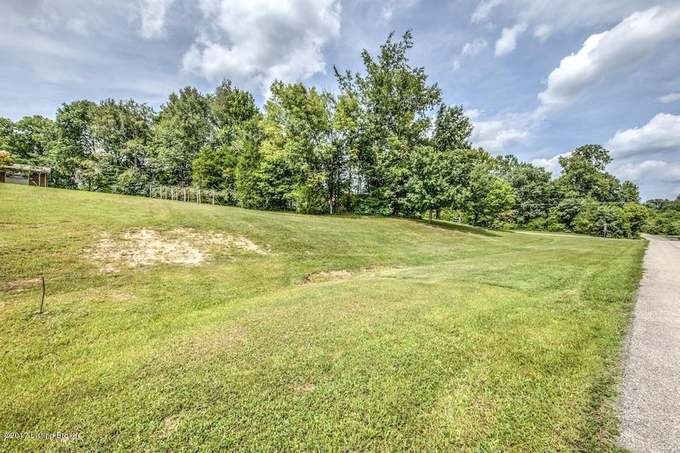 Additional photo for property listing at 1260 Wood Valley Lane 1260 Wood Valley Lane Louisville, Kentucky 40299 United States