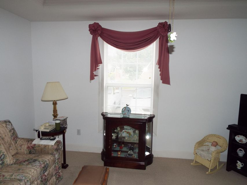 Additional photo for property listing at 8624 Applegate Village Drive 8624 Applegate Village Drive Louisville, Kentucky 40219 United States