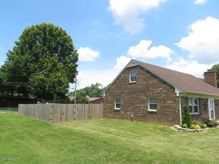 Additional photo for property listing at 1516 Beech Street 1516 Beech Street Radcliff, Kentucky 40160 United States