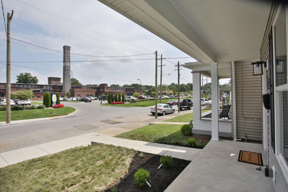 Additional photo for property listing at 828 Ash Street  Louisville, Kentucky 40217 United States