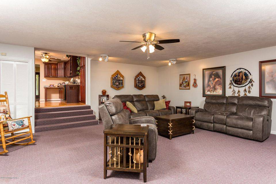 Additional photo for property listing at 10227 Blue Lick Road 10227 Blue Lick Road Louisville, Kentucky 40229 United States