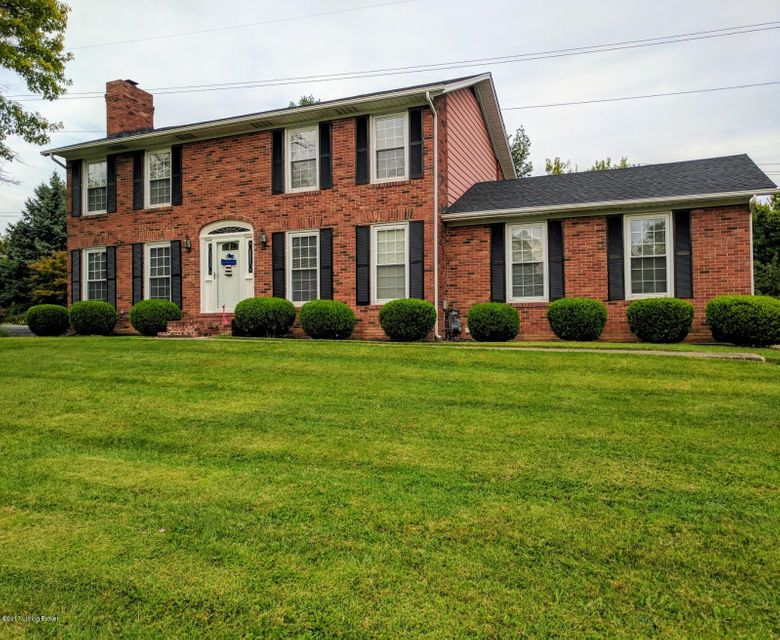 Single Family Home for Sale at 701 Nottingham Pkwy 701 Nottingham Pkwy Louisville, Kentucky 40222 United States