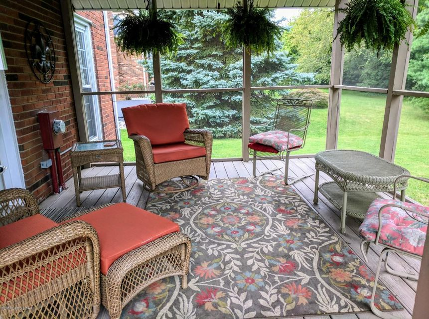 Additional photo for property listing at 701 Nottingham Pkwy 701 Nottingham Pkwy Louisville, Kentucky 40222 United States