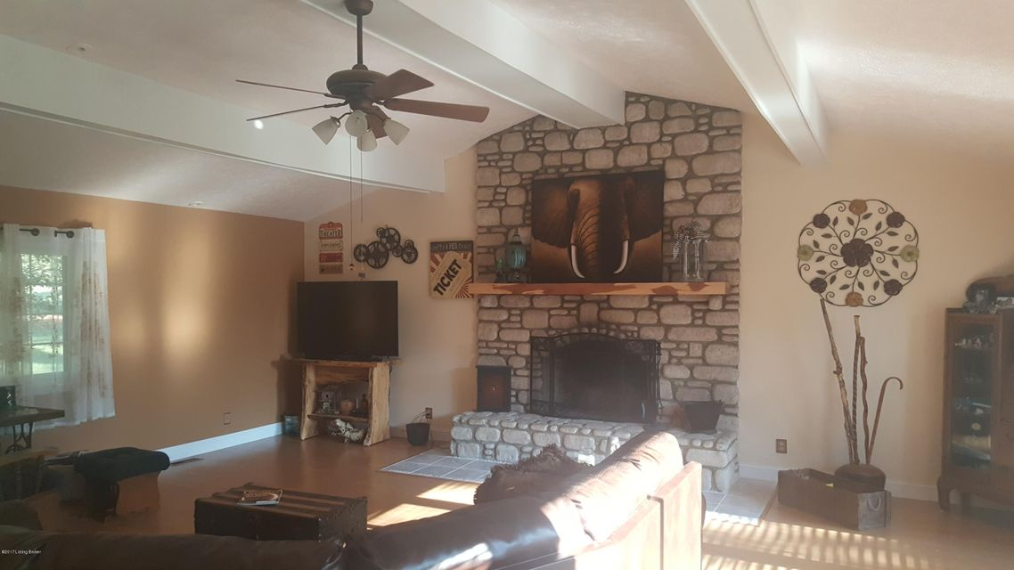 Additional photo for property listing at 702 Valley Terrace  Irvington, Kentucky 40146 United States