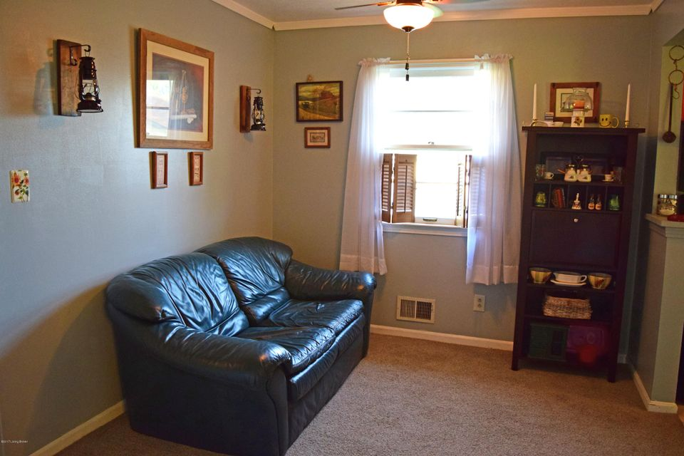 Additional photo for property listing at 7402 Feyhurst Drive 7402 Feyhurst Drive Louisville, Kentucky 40258 United States