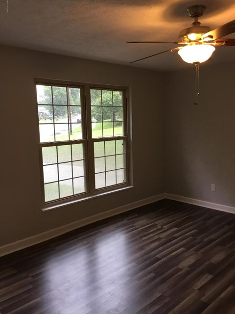 Additional photo for property listing at 1009 GREENWAY Drive 1009 GREENWAY Drive Elizabethtown, Kentucky 42701 United States