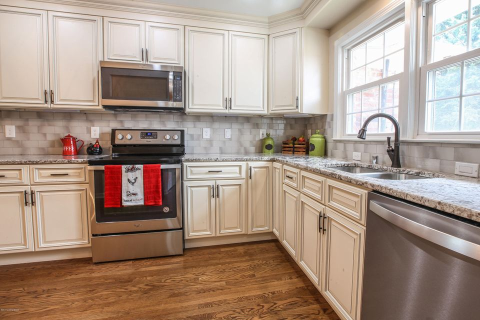 Additional photo for property listing at 2306 Tuckaho Road 2306 Tuckaho Road Louisville, Kentucky 40207 United States