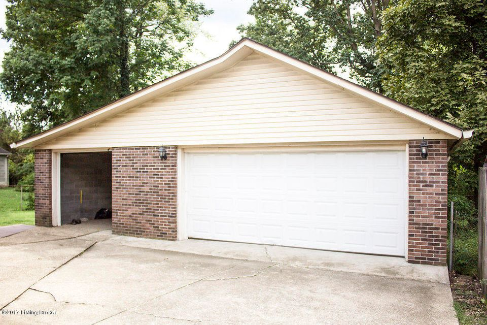 Additional photo for property listing at 800 Flicker Road  Louisville, Kentucky 40214 United States