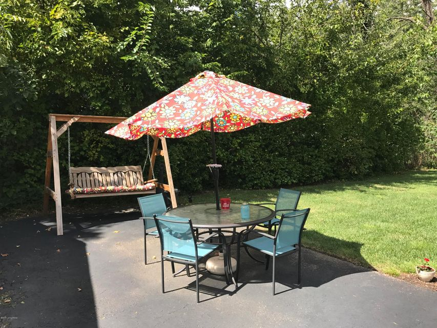 Additional photo for property listing at 915 Westview Drive 915 Westview Drive Louisville, Kentucky 40214 United States