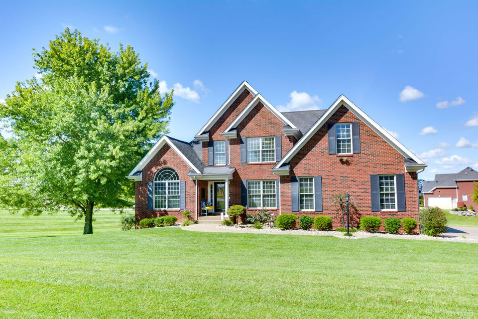 Single Family Home for Sale at 2 Oak Tree Lane 2 Oak Tree Lane Louisville, Kentucky 40245 United States