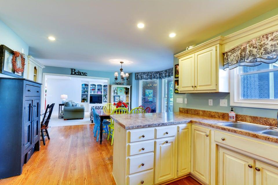 Additional photo for property listing at 2 Oak Tree Lane 2 Oak Tree Lane Louisville, Kentucky 40245 United States