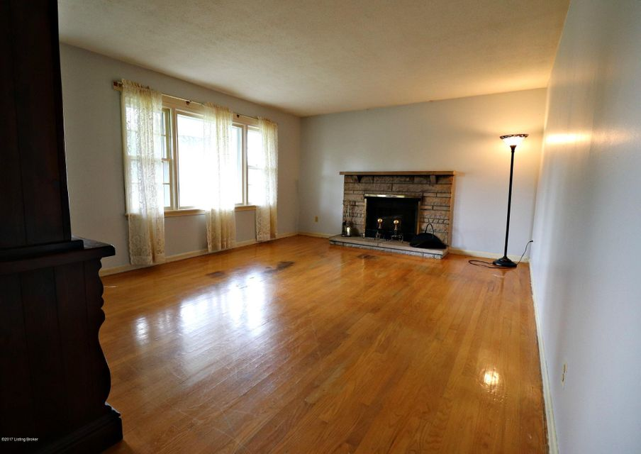 Additional photo for property listing at 11100 Oliverda Drive 11100 Oliverda Drive Louisville, Kentucky 40272 United States