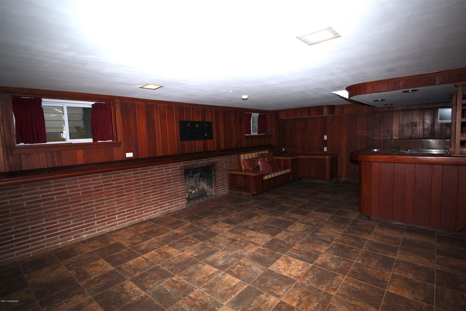 Additional photo for property listing at 2222 Valley Vista Road 2222 Valley Vista Road Louisville, Kentucky 40205 United States