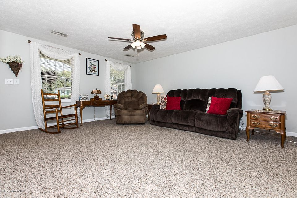 Additional photo for property listing at 11012 Neptune Place  Louisville, Kentucky 40272 United States