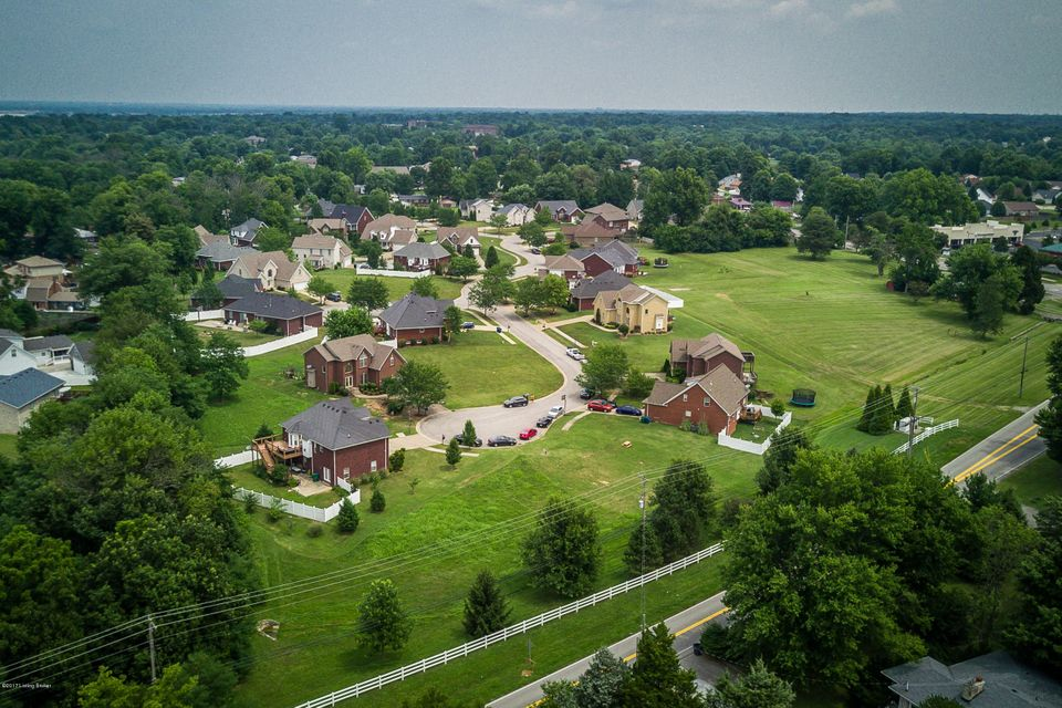 Additional photo for property listing at 6201 Saskatchewan 6201 Saskatchewan Louisville, Kentucky 40219 United States