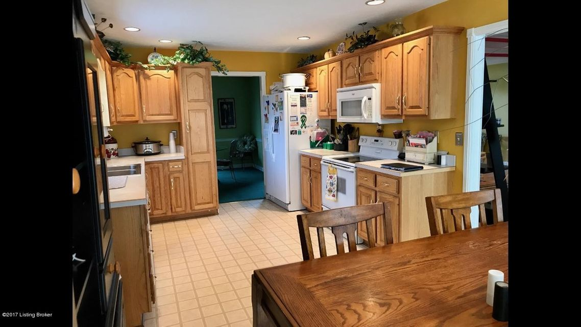 Additional photo for property listing at 7006 Austinwood Road 7006 Austinwood Road Louisville, Kentucky 40214 United States
