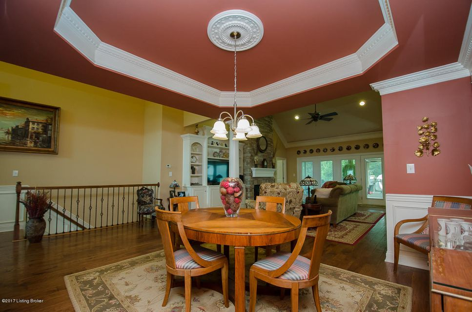 Additional photo for property listing at 121 Whispering Pines Circle 121 Whispering Pines Circle Louisville, Kentucky 40245 United States