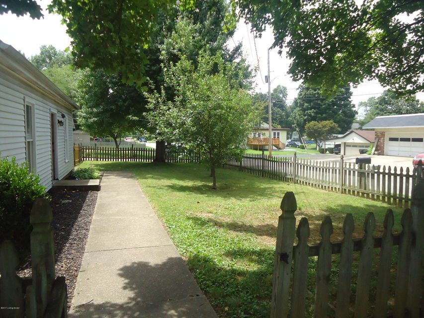 Additional photo for property listing at 524 Fenley Avenue 524 Fenley Avenue Lyndon, Kentucky 40222 United States