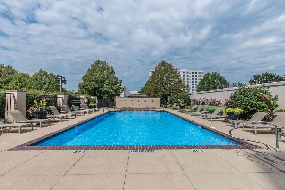 Additional photo for property listing at 1 Riverpointe Plaza 1 Riverpointe Plaza Jeffersonville, Indiana 47130 United States
